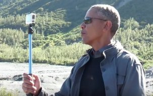 pres-obama-selfie-stick-alaska